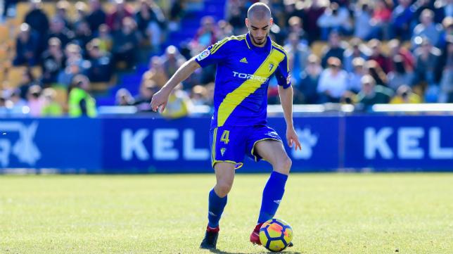 Mikel Villanueva, durante el Alcorcón-Cádiz CF.