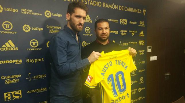 Fausto Tienza, junto a Juan Carlos Cordero.