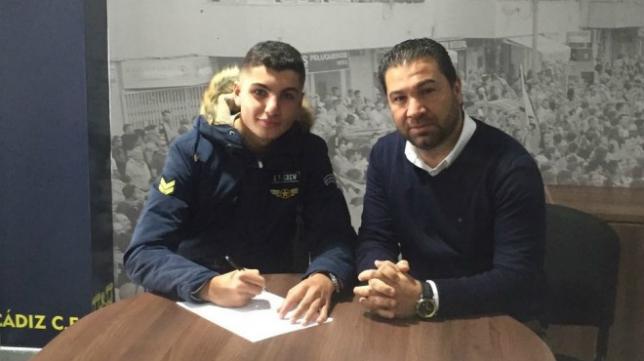 Fran Rivera, junto a Juan Carlos Cordero. (Foto: Cádiz CF).