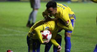 Álvarito anima a Salvi antes de lanzar el penalti ante el Sevilla