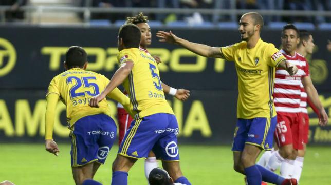 Mikel Villanueva celebra el gol de Kecojevic.