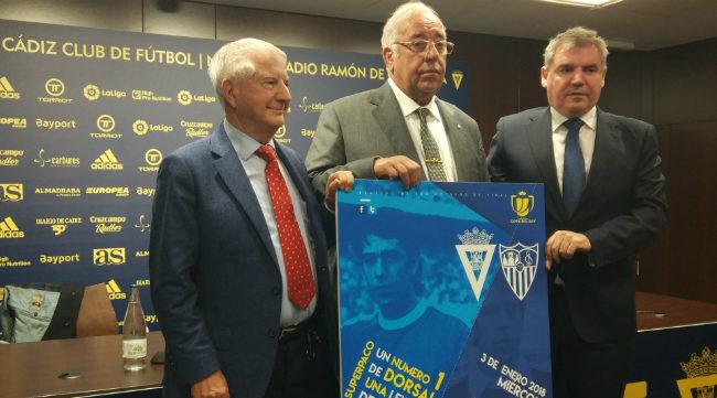 Gabriel Ramos, vicepresidente del Sevilla, Manuel Vizcaíno y Superpaco