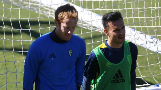 Álex junto a Álvaro García en un entrenamiento del Cádiz CF.