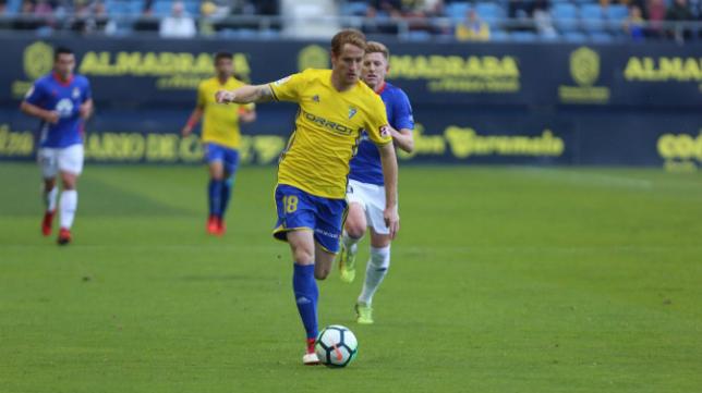 El Cádiz CF sigue a ocho puntos del líder Huesca.