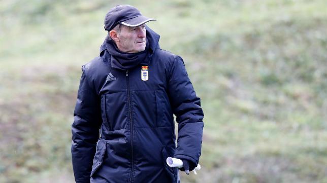 Anquela, en un entrenamiento del Oviedo. (Foto: Real Oviedo).