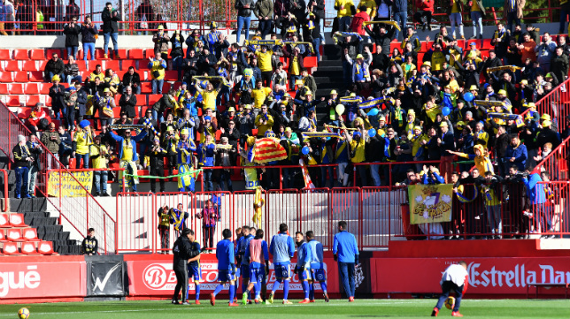 Aficionados del Cádiz CF en la gradas del Nou Estadi