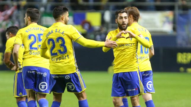 Alberto Perea celebra su gol al Real Oviedo.