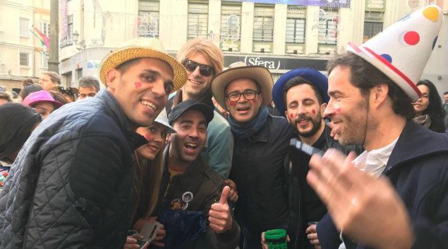 Álvaro Cervera junto a parte de su cuerpo técnico en el Carnaval de Cádiz (Foto: Lolo Valenzuela)