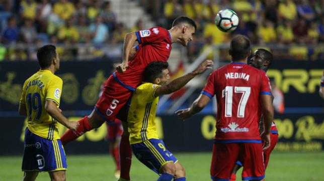 Dani Calvo se impone en un salto a David Barral en el Cádiz CF-Numancia.
