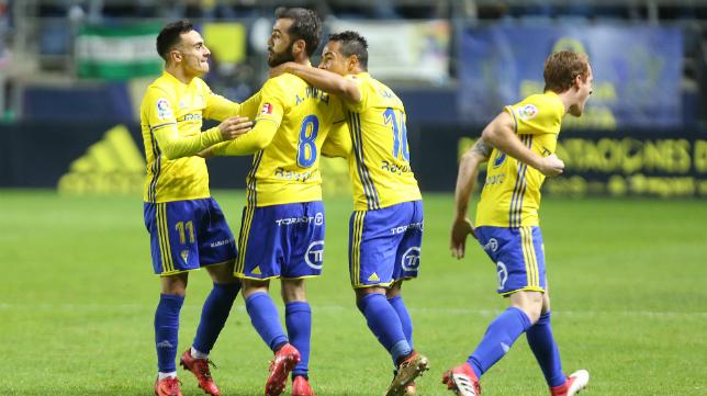 Perea marcó el primer gol del Cádiz CF ante el Real Oviedo.