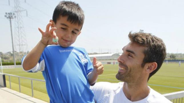 David Barral, junto a su hijo Óliver. Foto: Las Provincias.