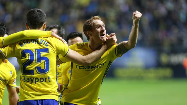 Alex celebra un gol con el Cádiz CF