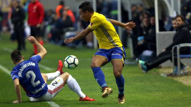 Lucas Bijker, ante el Real Oviedo.