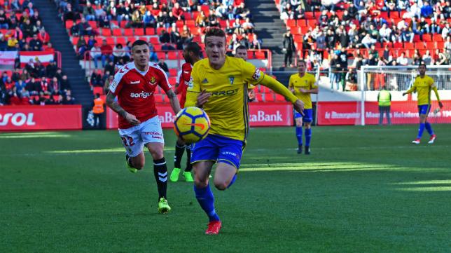 Salvi y el Cádiz CF tuvieron un partido disputado en Tarragona.