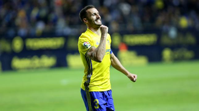 Servando celebra su gol ante el Oviedo