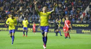 Álex celebra su gol ante el Sevilla Atlético en la primera parte.