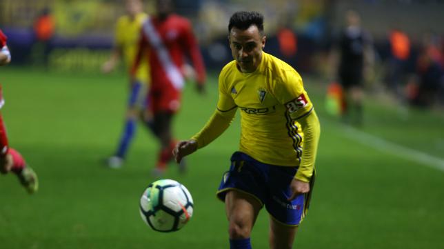 Álvaro García en un partido con el Cádiz CF.