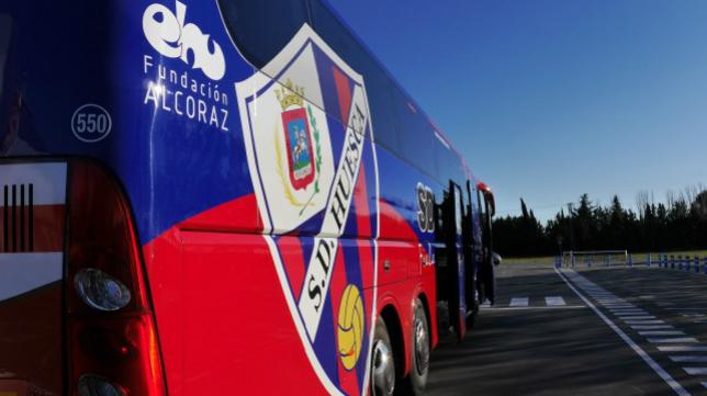 Al Huesca le espera un largo viaje hasta llegar a Cádiz. Foto: SD Huesca.