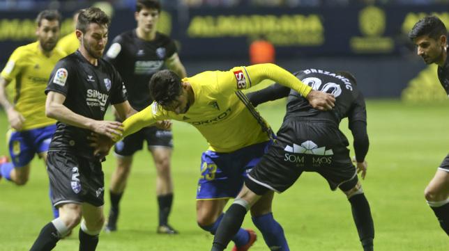 El Huesca tiene ahora cinco puntos más que el Cádiz CF.