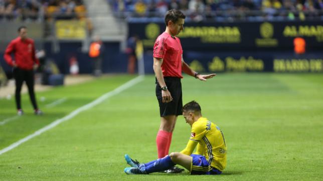 Salvi se marchó lesionado del partido ante el Huesca.