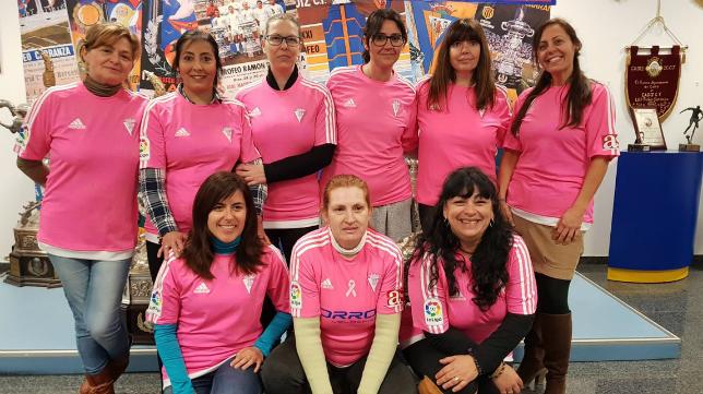 Las empleadas del Cádiz CF conmemoran este jueves el Día Internacional de la Mujer. Foto: Cádiz CF.
