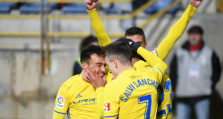 Alvarito celebra el gol con sus compañeros