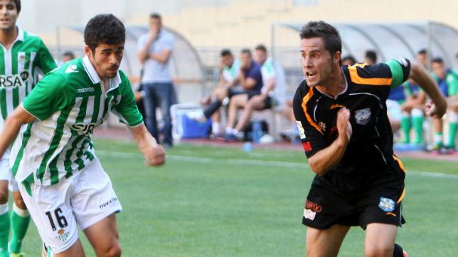Iban Espadas, durante su etapa en el Arroyo, en un encuentro ante el Betis B.