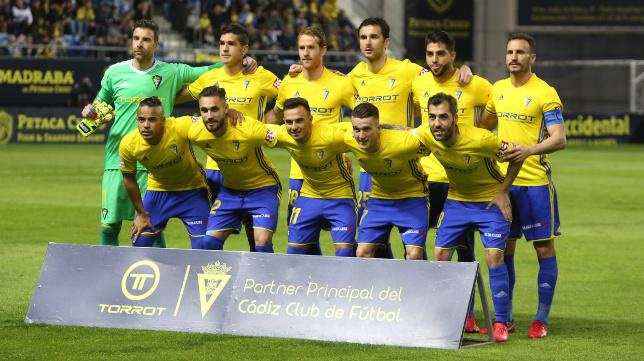 El once de los jugadores del Cádiz CF ante en Huesca.