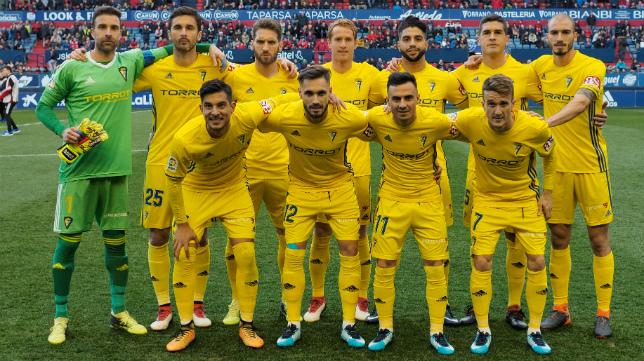 Once inicial del Cádiz CF en El Sadar.