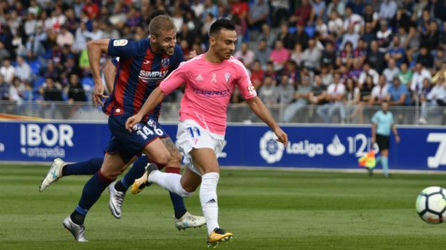 Pulido persigue a Álvaro García en el encuentro de la primera vuelta.