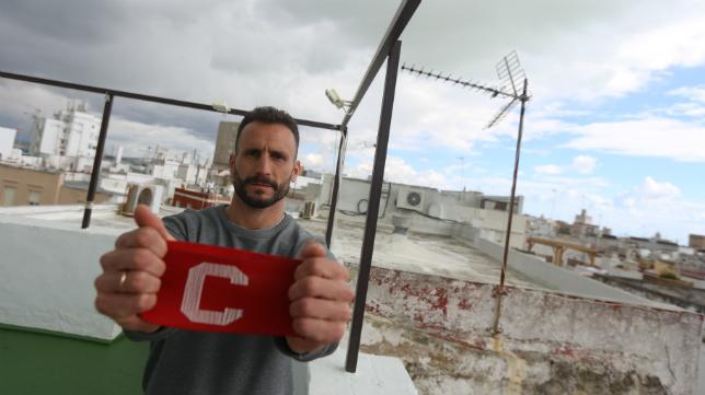 Servando, capitán del Cádiz CF, en el ático del hotel Las Cortes de Cádiz.