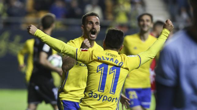 Servando celebra el gol del empate ante el Huesca