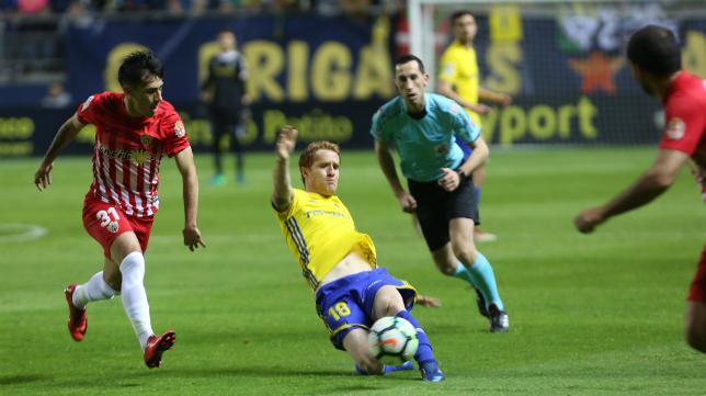 Álex no vio la amarilla y podrá jugar en Reus.