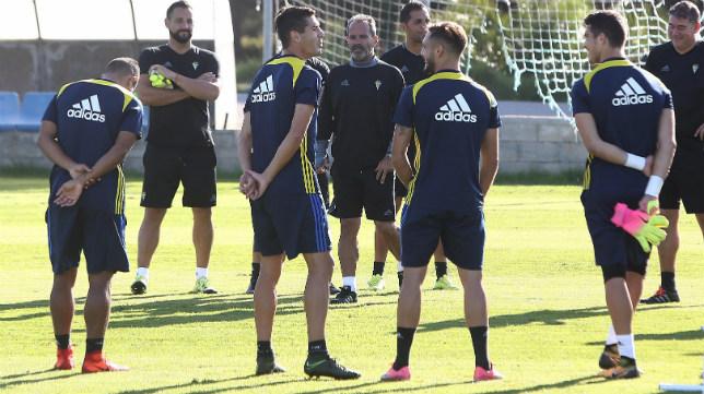 El Cádiz CF en un entrenamiento la pasada temporada
