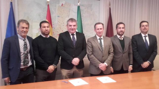 El Ayuntamiento de Chiclana de la Frontera y el Cádiz CF han sellado un acuerdo. Foto: Cádiz CF.