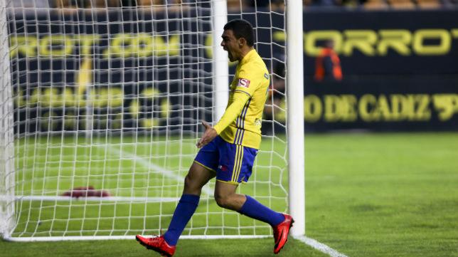 Romera lamenta una oportunidad fallada en un partido con el Cádiz