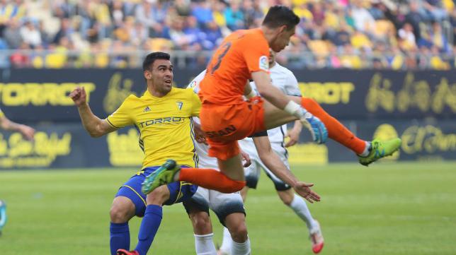 Mariño fue clave en el empate del Sporting en Cádiz.