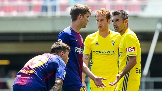 Barral y Álex, en el partido del Cádiz CF ante el Barcelona B.