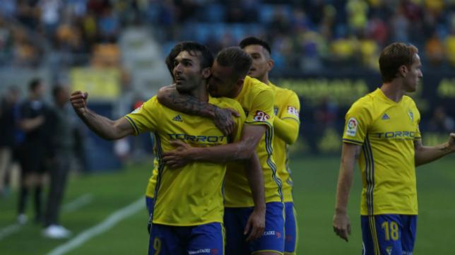Barral celebra su gol.