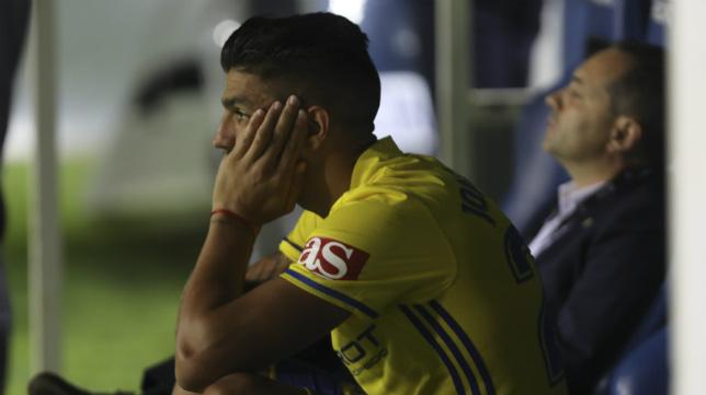 Jona, en el banquillo del Cádiz CF tras el empate del Tenerife.