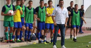 Mere, entrenador del Cádiz CF B, confía en el ascenso de su equipo.