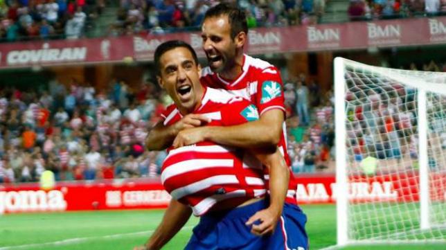 Pedro, que celebra un gol con el Granada, se marchará al Deportivo. Foto: Ideal.