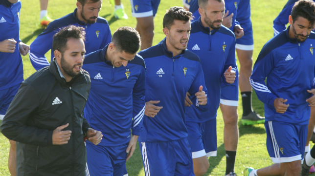 Andrés Blanco, dirigiendo un entrenamiento.