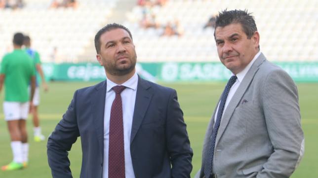 Juan Carlos Cordero, junto a Paco López, gerente del club, el año pasado en Córdoba.