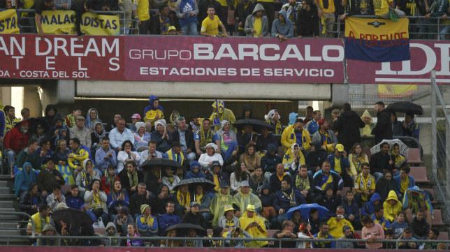 La afición del Cádiz CF en Los Cármenes