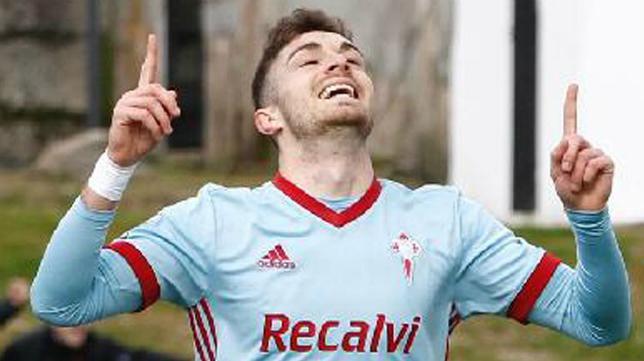 Juan Hernández celebra un gol con el Celta B. Foto: La Voz de Galicia.
