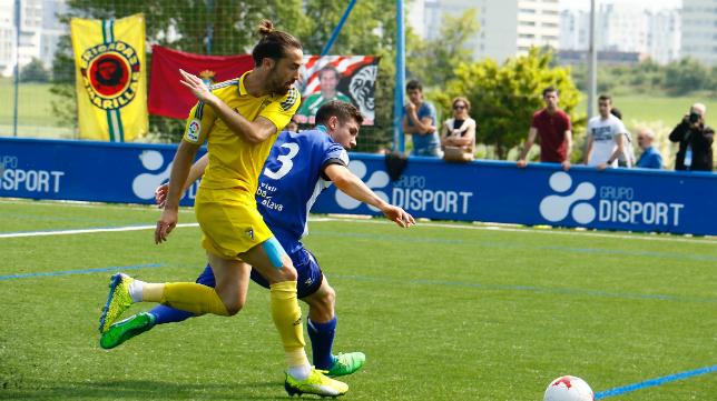 El Cádiz CF B ganó 0-2 en Vitoria.