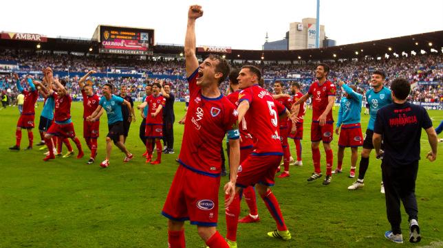 Los jugadores del Numancia celebran el pase a la final por el ascenso a Primera.