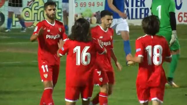 Pejiño (11) marcó dos goles en el amistoso disputado por el primer equipo del Sevilla FC en Linares.