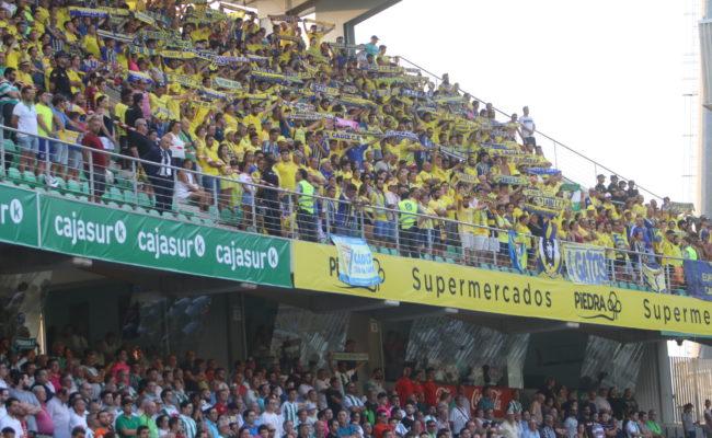 Afición del Cádiz CF en su visita última al Nuevo Arcángel de Córdoba.